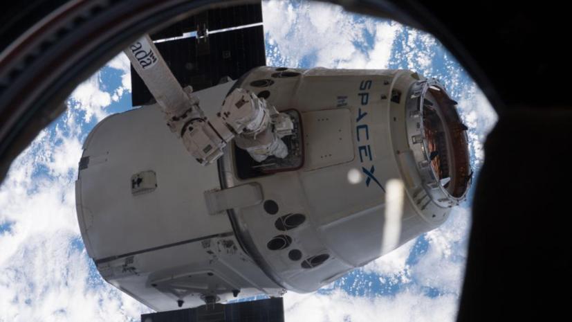 Космический корабль Dragon отстыковался от МКС