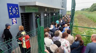Украинцы на пункте пропуска «Шегини — Медыка» на польско-украинской границе