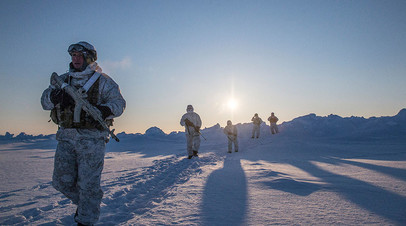 Бойцы отряда специального назначения МВД Чеченской Республики во время учений в районе Северного полюса
