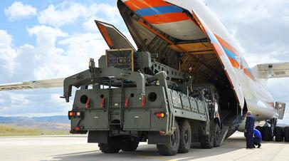 Зенитные ракетные комплексы С-400 «Триумф» на авиабазе Акынджи