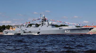 Сторожевой корабль проекта 22350 «Адмирал Касатонов» во время репетиции парада в честь Дня ВМФ России в Санкт-Петербурге