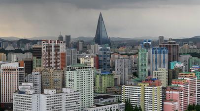 Вид на гостиницу «Рюгён», Пхеньян.