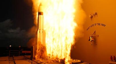 Запуск ракеты RIM-161 Standard Missile (SM-3) с ракетного крейсера во время испытаний Агентства по противоракетной обороне военно-морского флота США
