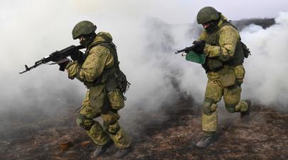 Российские военнослужащие во время учений