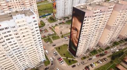В Подмосковье итальянский художник нарисовал портрет Гагарина высотой с 19-этажный дом