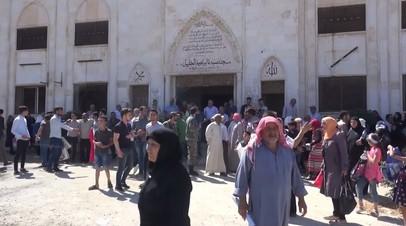 «Счастье трудно выразить словами»: сирийцы возвращаются в освобождённый Хан-Шейхун