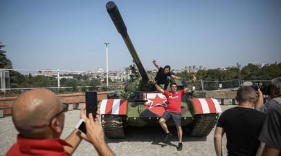 «Добивались разрешения несколько лет»: УЕФА не намерен наказывать «Црвену Звезду» за установку танка перед стадионом