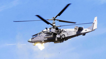 Экипаж вертолета Ка-52 ведёт стрельбу из пушки 2А42