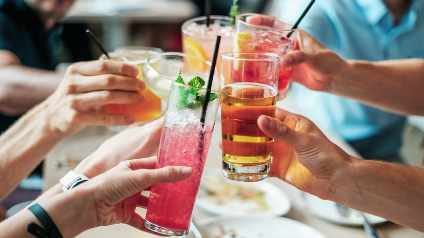 Опрос: половина россиян готовы к корпоративам без алкоголя