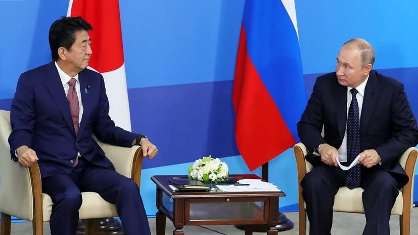 Абэ заявил Путину о намерении продолжать работу над мирным договором
