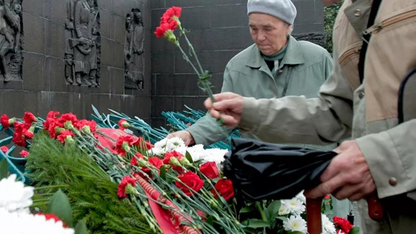 На Пискарёвском кладбище в Петербурге прошла церемония возложения цветов в память о начале блокады