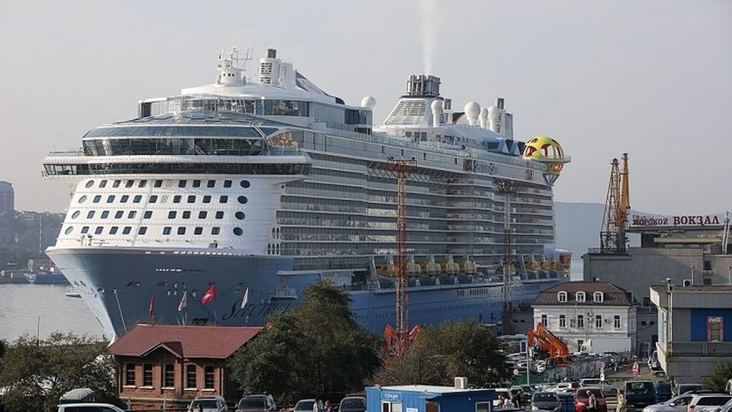 В порт Владивостока вошёл крупнейший в истории России круизный лайнер
