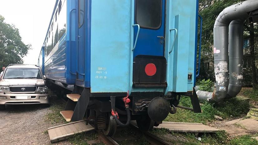 Столкновение с законом: в Хабаровске машиниста могут наказать за таран неправильно припаркованного автомобиля