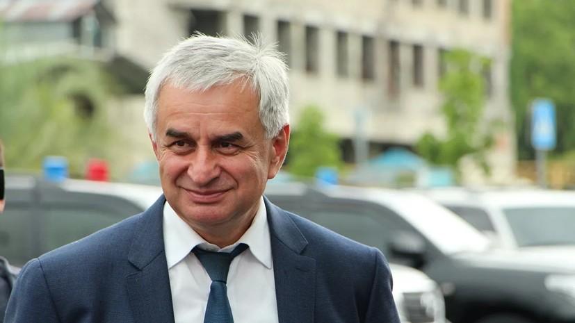 Путин поздравил Хаджимбу с переизбранием на пост главы Абхазии