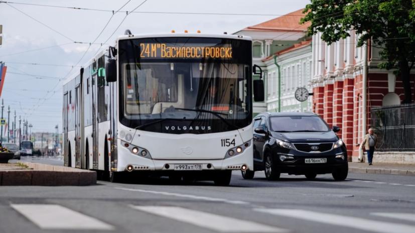 В Петербурге увеличили число автобусных маршрутов с бесплатным аудиогидом