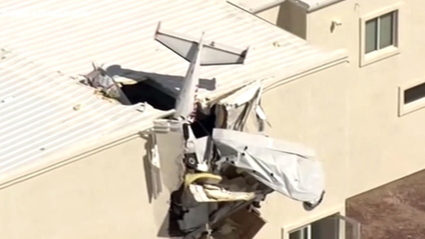 In the USA, a light-engine plane crashed into a hangar