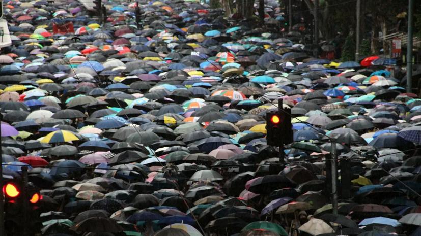 МИД рекомендовал россиянам избегать людных мест в Гонконге