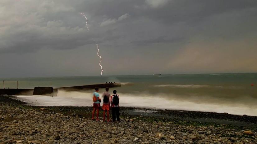 Власти Сочи предупредили о ливнях с грозами