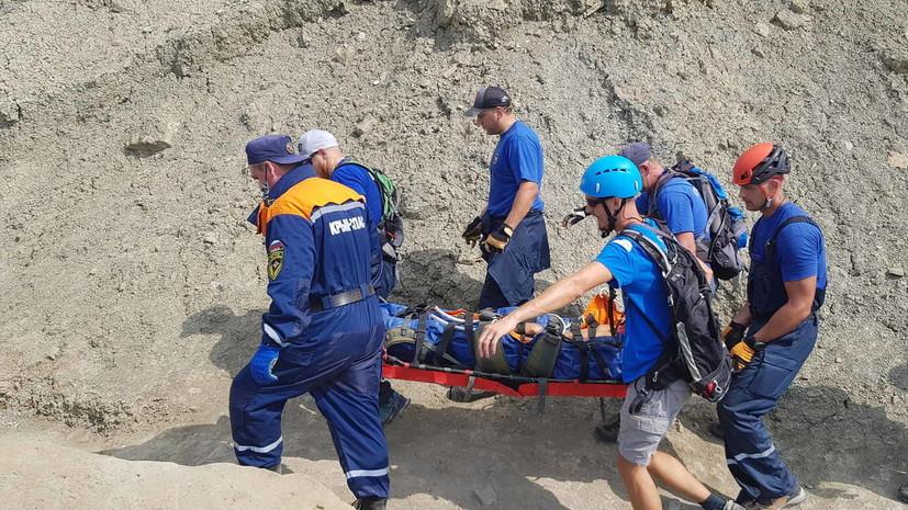 В Крыму эвакуировали туриста, сорвавшегося со скалы