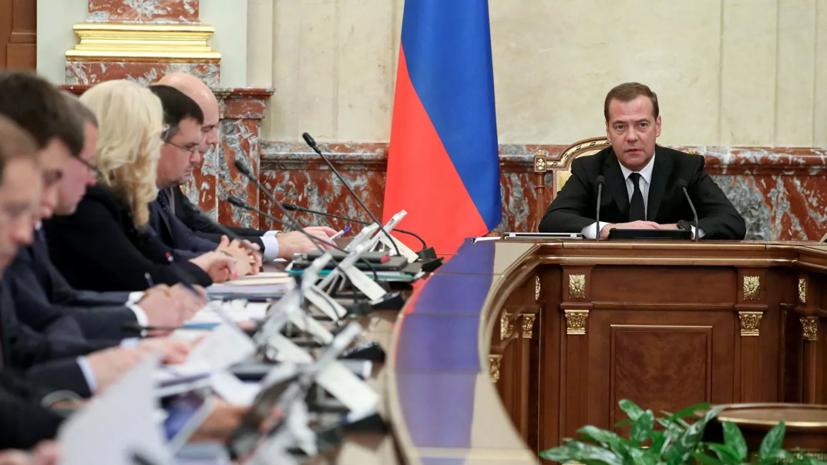 Медведев подписал стратегию развития туризма в России