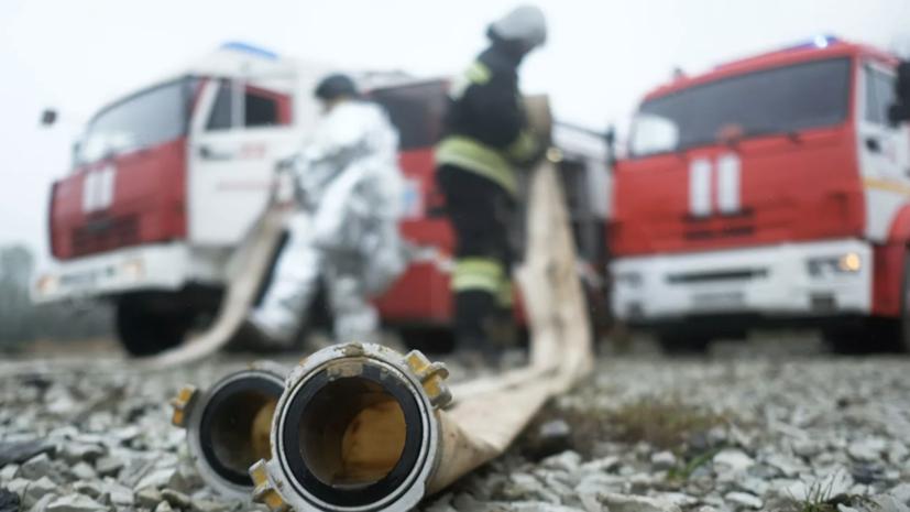 МЧС: пожар в цехе по обработке древесины на Урале локализован