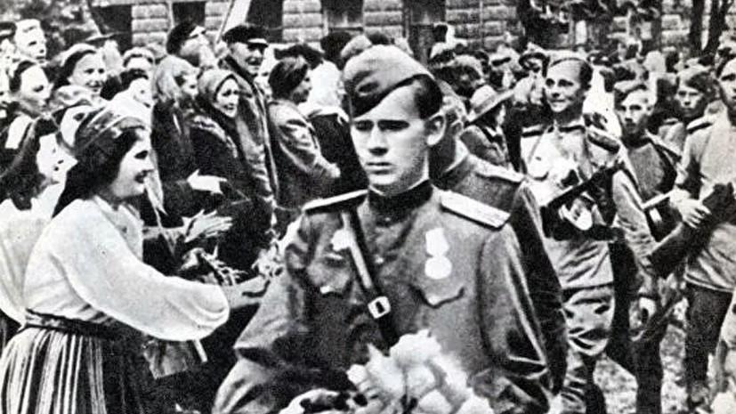 «Грубое искажение истории»: почему Эстония называет освобождение Таллина «оккупацией»
