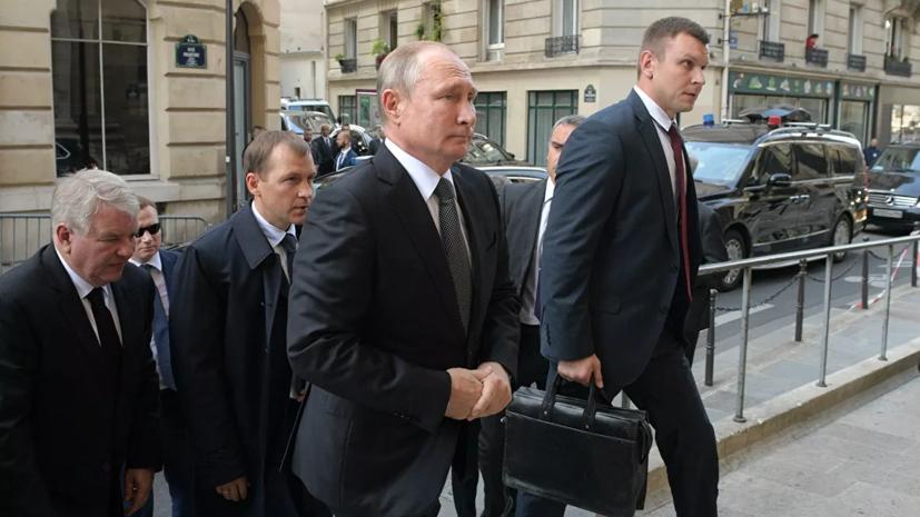 Путин и Макрон кратко пообщались после панихиды по Шираку