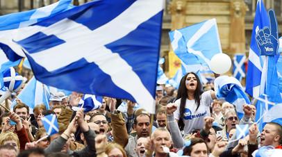 Участники митинга за независимость Шотландии