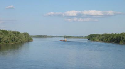 В Югре пассажирское судно село на мель на реке Обь