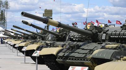 Экспозиция танков на международном военно-техническом форуме «Армия-2019»