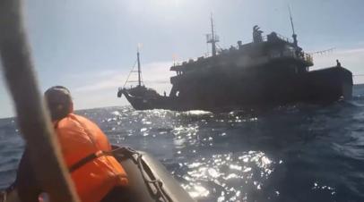 ФСБ задержала в Японском море более 160 браконьеров из КНДР — видео