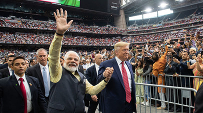 Дональд Трамп и Нарендра Моди на стадионе в Хьюстоне