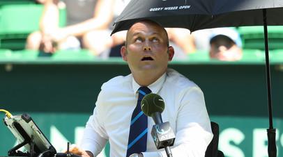 СМИ: Теннисный судья позволил себе неоднозначные высказывания в адрес подающей мячи девушки