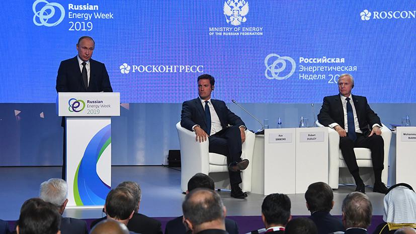 «Вмешательство» в выборы, доллар, нефть и Зеленский: о чём говорил Путин на пленарном заседании РЭН