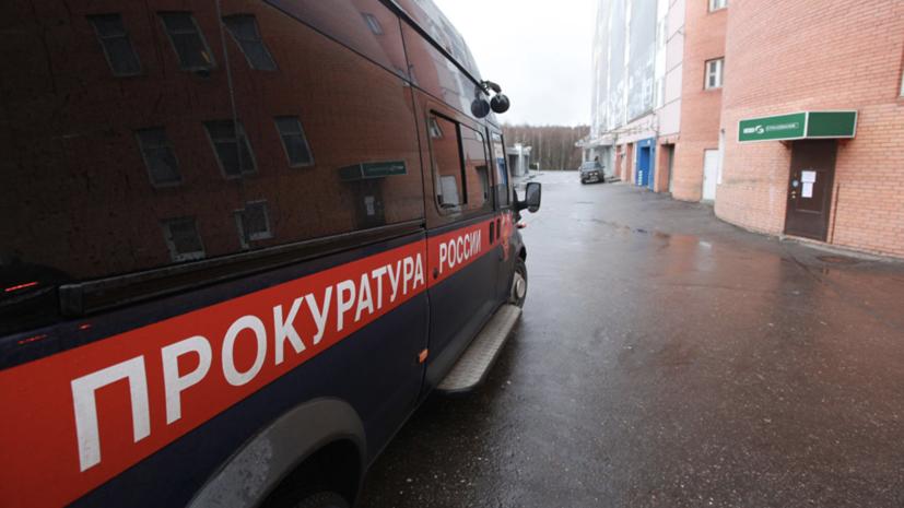 В Свердловской области проводят проверку по факту обрушения козырька подъезда на подростка