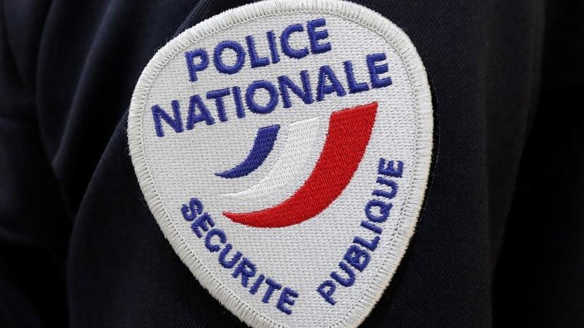 Неизвестный напал с ножом на полицейских в Париже