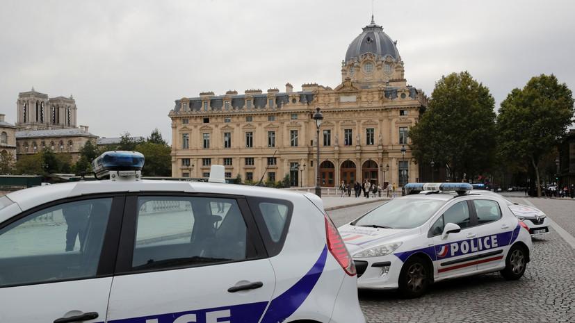 Макрон прибыл на место нападения на полицейских в Париже