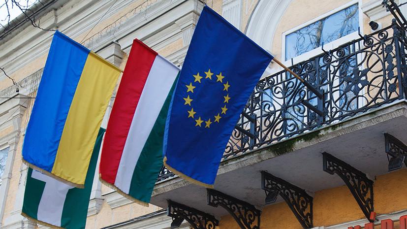 На Украине заявили о лишении жителей Закарпатья паспортов Венгрии