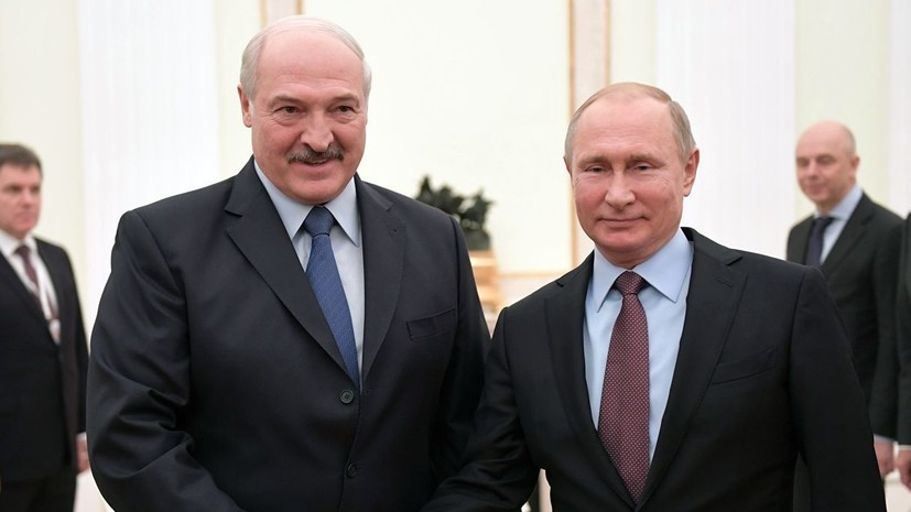 Лукашенко поздравил Путина с днём рождения