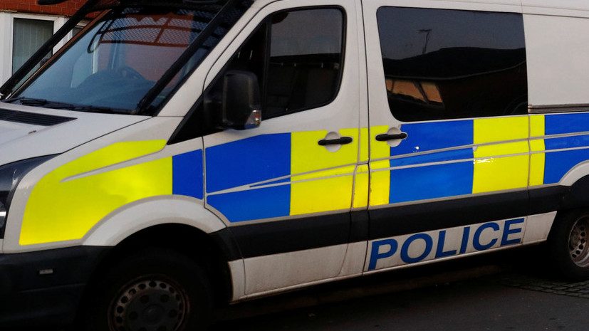 В коммерческом  центре Манчестера мужчина сножом напал на гостей