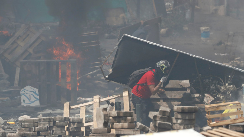 Протестующие в Эквадоре перекрыли подъезды к аэропорту столицы страны