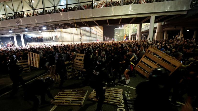 Более ста рейсов было отменено из-за протестов в аэропорту Барселоны