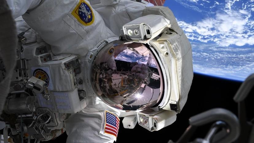 Астронавты Кук и Мейр совершили первый в истории только женский выход в открытый космос