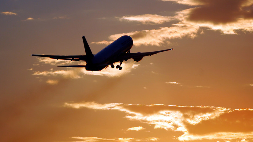 Пассажир рейса Париж — Марракеш пытался открыть дверь во время полёта