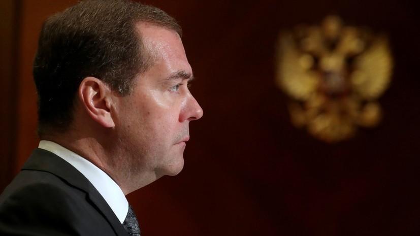 Медведев посетит парад к годовщине освобождения Белграда от нацистов