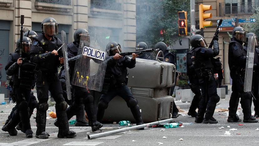В Каталонии с начала протестов пострадали более 200 полицейских