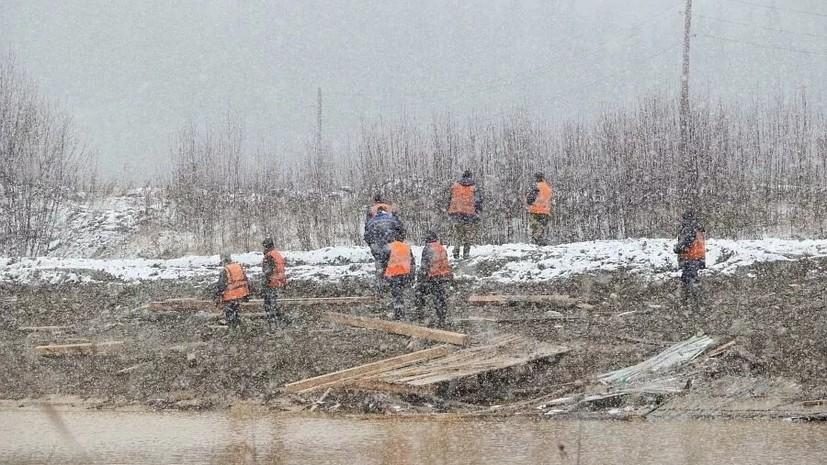 Поиски пропавших на месте прорыва дамбы в Сибири приостановлены