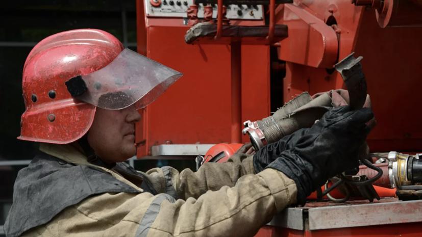 В Новосибирске произошёл пожар на складе мебели