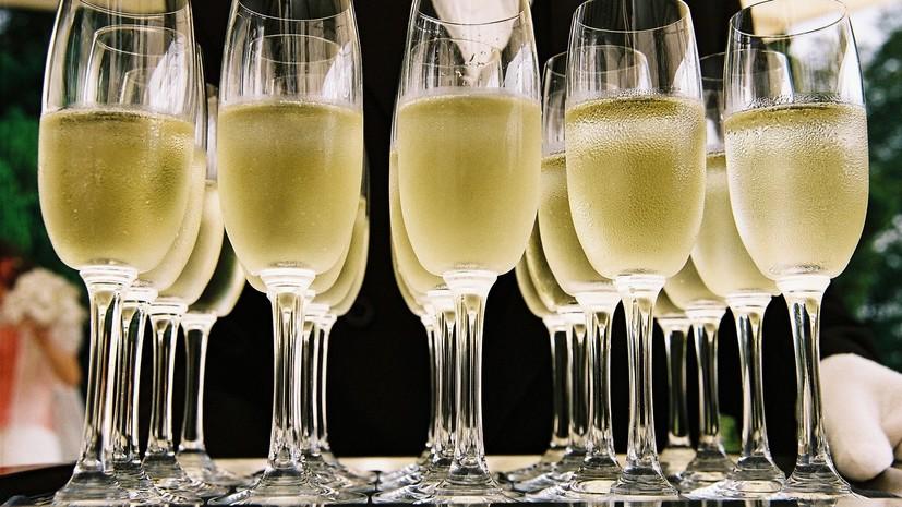 Онищенко поддержал идею ограничить продажу детского шампанского