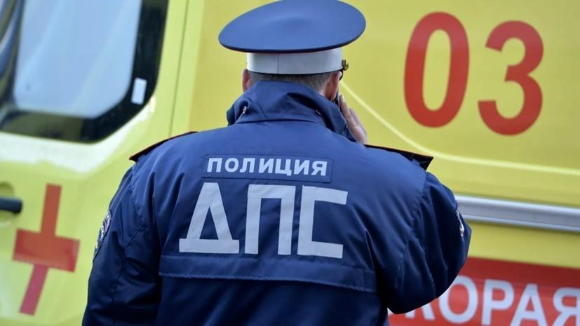 Переходивших дорогу пешеходов в Петербурге сбили две машины